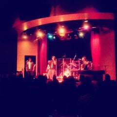 Photo taken at Yoshi's Jazz Club & Japanese Restaurant by Zsa-Zsa on 9/24/2012