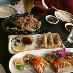 Photo taken at Sushi Samurai by Ruben Garcia M. on 9/10/2014