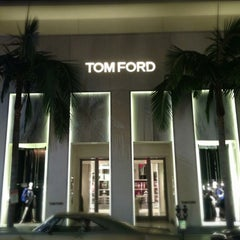 Photo taken at TOM FORD INTERNATIONAL - BEVERLY HILLS by Tim G. on 3/17/2013