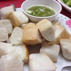 Photo taken at ป้าแอ๊ะ นมสด ขนมปังสังขยา (ข้างสมาคมฮากกา) by Seven P. on 7/17/2014