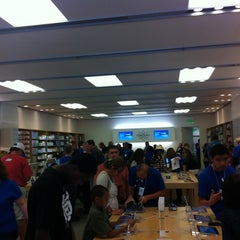Photo taken at Apple Store, Corte Madera by Lynne B. on 10/7/2012