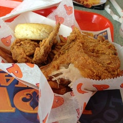 Photo taken at Popeye's Chicken & Biscuits by Aaron D. on 6/23/2013
