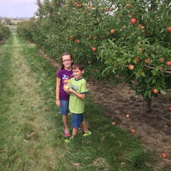 Photo taken at Tanners Orchard by Robb C. on 9/20/2014