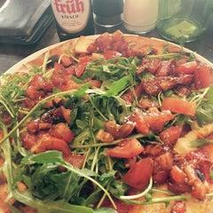 Photo taken at Pizzeria Piccola L'Originale by Kerim on 4/11/2015