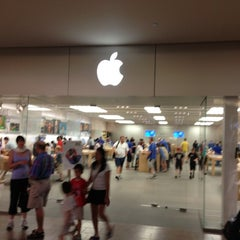 Photo taken at Apple Store, Burlington by Rodolfo S. on 7/20/2013