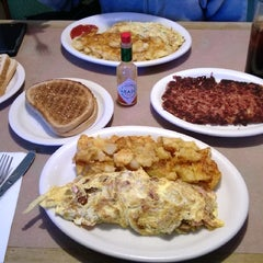 Photo taken at Frankie's Diner by Rafael R. on 11/25/2013