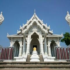 Photo taken at วัดแก้วโกรวาราม (Wat Kaew Korawaram) by Epps D. on 3/5/2015