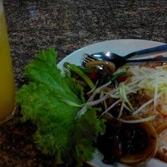 Photo taken at Restoran Norsiah Tom Yam Seafood by Zahidah Z. on 9/24/2014