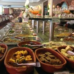 Photo taken at Lótus Restaurante Vegetariano by Daniel C. on 3/5/2013