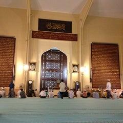 Photo taken at Masjid Saidina Abu Bakar As-Siddiq (مسجد سيدنا ابو بكر الصديق) by Mohamad Nazri C. on 7/24/2013