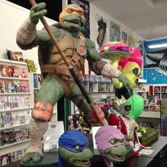 Photo taken at Meltdown Comics and Collectibles by Jenny W. on 7/15/2013