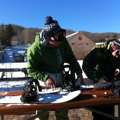 Photo taken at Mount Snow Main Base Lodge by kevz on 12/13/2012