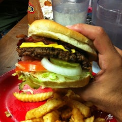 Photo taken at Kellys Big Burger by Dalwin C. on 9/29/2012