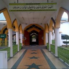 Photo taken at Masjid Nurul Iman Serendah by Azuar A. on 1/10/2013