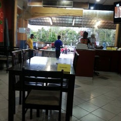 Photo taken at Restoran Pinang by 'Ainee S. on 7/14/2013