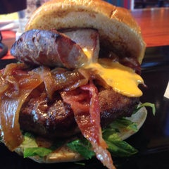 Photo taken at Red Robin Gourmet Burgers by Shannon B. on 9/7/2015