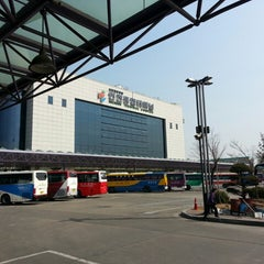 Photo taken at 인천종합터미널 (Incheon Bus Terminal) by SG J. on 3/15/2013