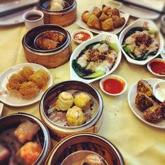 Photo taken at Restoran Foh San Dim Sum (富山茶楼) by Maxter C. on 11/17/2012
