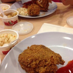 Photo taken at KFC by Dee G. on 7/27/2015