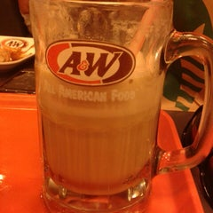 Photo taken at A&W by Geannie Chris J. on 11/10/2013