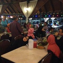 Photo taken at Restoran Man Tomyam by Aqma R. on 8/1/2015