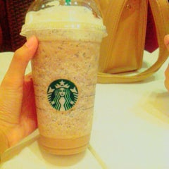 Photo taken at Starbucks by syfqhms on 11/21/2015