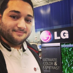 Photo taken at Best Buy by Andre V. on 2/27/2015