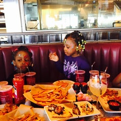 Photo taken at T.G.I. Friday's by Keda on 4/11/2015