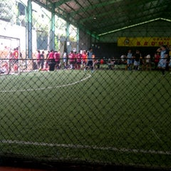 Photo taken at Grand Futsal Kuningan by kartika p. on 10/7/2012
