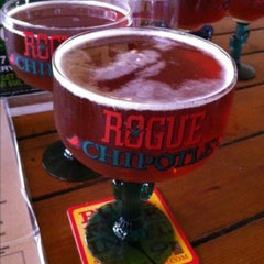 Photo taken at Flying Saucer Draught Emporium by Tam on 5/1/2013