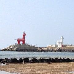 Photo taken at 이호테우해변 (Iho Taewu Beach) by bawoo on 6/4/2013