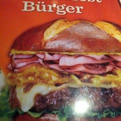 Photo taken at Red Robin Gourmet Burgers by Taylor H. on 9/22/2012