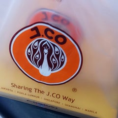 Photo taken at J.CO Donuts & Coffee by Edrianne D. on 6/17/2013