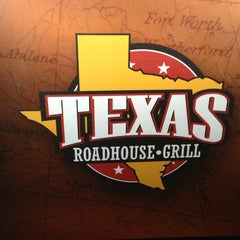 Photo taken at Texas Roadhouse Grill by Nikki L. on 1/5/2013