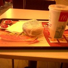 Photo taken at McDonald's by Amelia U. on 7/22/2013