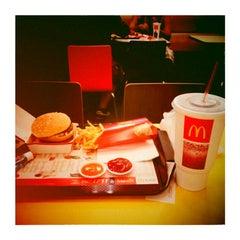 Photo taken at McDonald's & McCafé (แมคโดนัลด์ & แมคคาเฟ่) by Jin Soo K. on 4/12/2013