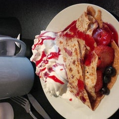 Photo taken at Cupz N'  Crepes by Ted L. on 11/2/2014