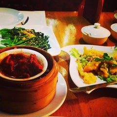 Photo taken at The Mango Chinese Cuisine by Meidya on 11/15/2014