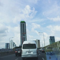 Photo taken at ทางพิเศษศรีรัช ส่วน A (Si Rat Expressway Sector A) by Pheerachat T. on 5/7/2015