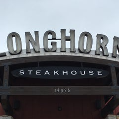 Photo taken at LongHorn Steakhouse by Christie F. on 5/1/2016