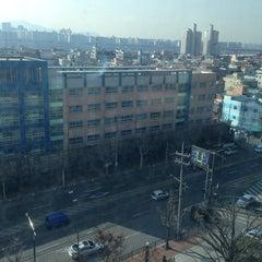 Photo taken at 이마트 본사 (emart HQ) by Kim J. on 1/27/2014