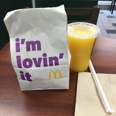 Photo taken at McDonald's by Carlos G. on 4/21/2015