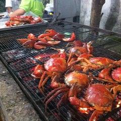 Photo taken at Veg Fish Farm Thai Restaurant (菜园酒家) by ken c. on 5/6/2012