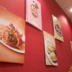 Photo taken at Swensens Cafe & Restaurant by Zalifah A. on 7/29/2012