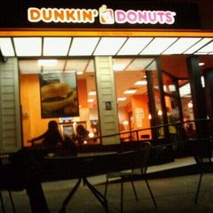 Photo taken at Dunkin' Donuts by Wens V. on 3/23/2012