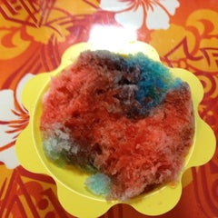 Photo taken at Tropical Shave Ice by Dailo M. on 3/23/2012