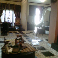 Photo taken at Rumah Diva Spa by Arikaa R. on 4/14/2012