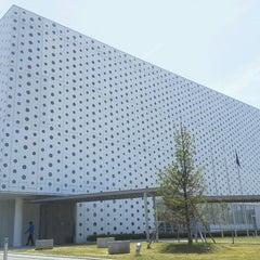 Photo taken at 金沢海みらい図書館 by Hikaru Y. on 5/13/2012