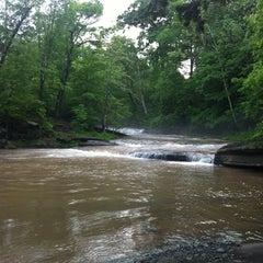 Photo taken at The Woodstock Inn on the Millstream by Mari S. on 5/27/2012