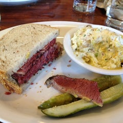 Photo taken at Wise Sons Jewish Delicatessen by Silvia on 9/1/2012